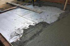 Обустраиваем бетонный пол в бане