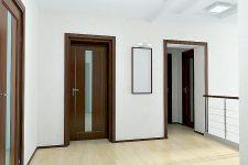 Как правильно подобрать цвет межкомнатных дверей