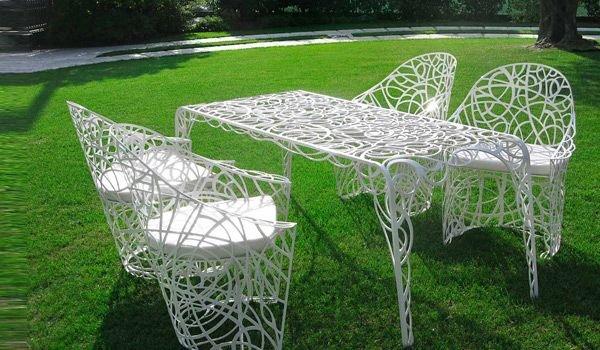 В чем преимущества пластиковой мебели