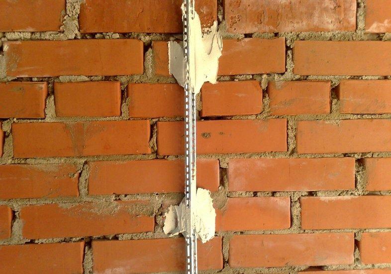 Как установить маяки для штукатурки стен
