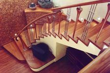 Крепление деревянных ступеней к металлическому косоуру