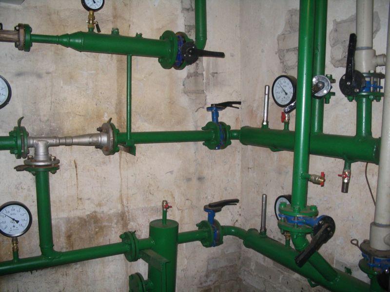 Почему стучат трубы отопления