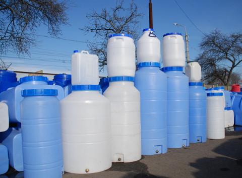Пластиковые канистры для хранения воды и их преимущества