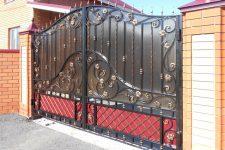 Распашные ворота своими руками