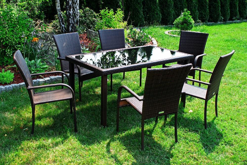 На какие параметры стоит обратить внимание при выборе дачной мебели
