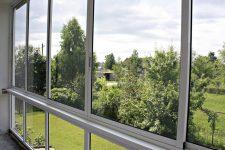 Остекление балконов и лоджий при помощи профиля от компании Окландия