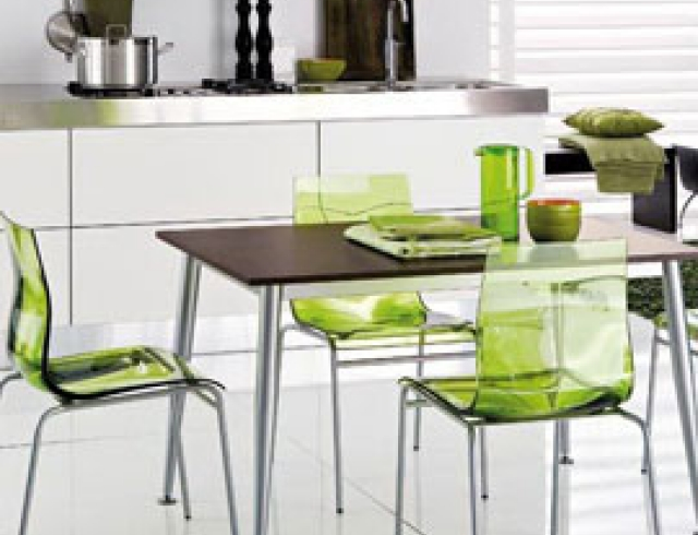 Ультрамодная кухня – невидимые стулья!