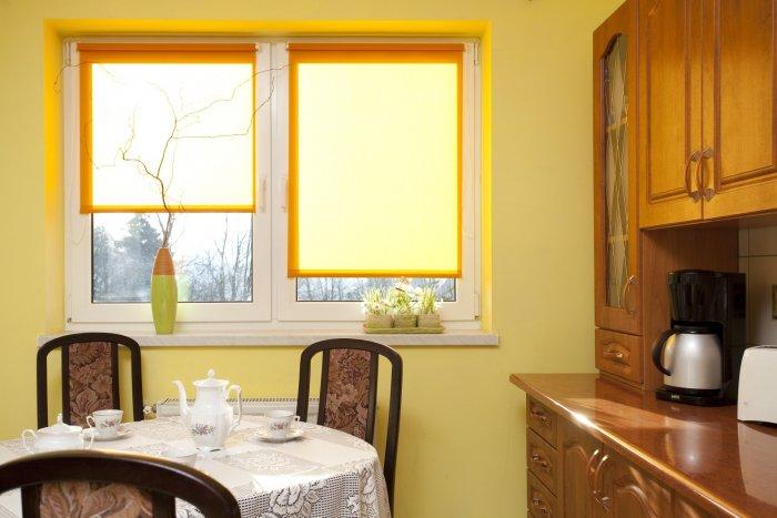 Как выбрать размер рулонных штор?