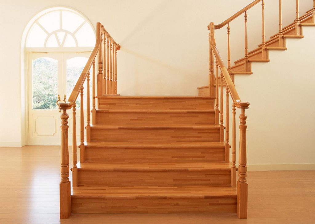 Виды поручней у лестницы. Чем руководствоваться при выборе?