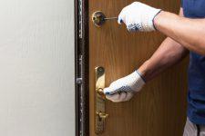 Как заменить дверной замок своими руками