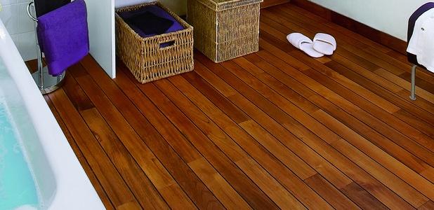 Выбираем деревянный пол для ванной