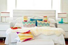 Яркие подушки в вашем интерьере