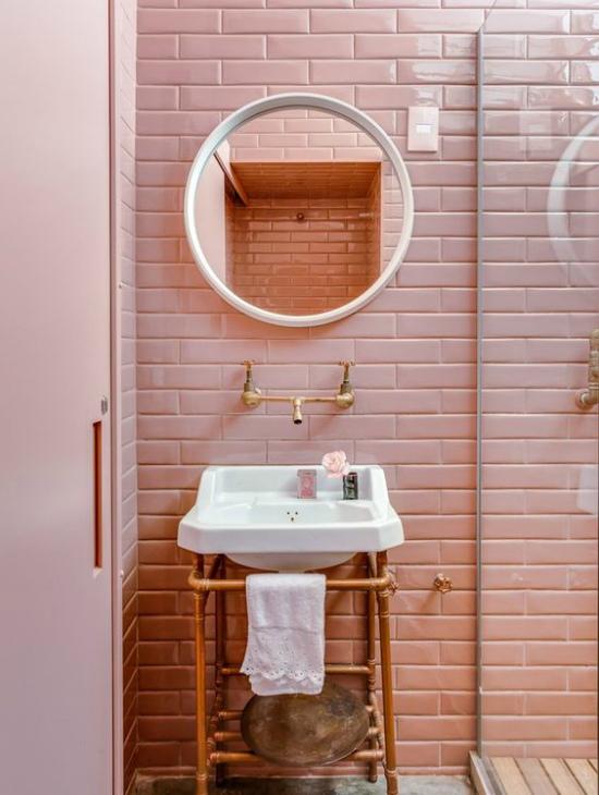 Интересная идея: ванная комната в розовом цвете