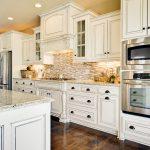 Разновидности и особенности кухонной мебели из дерева