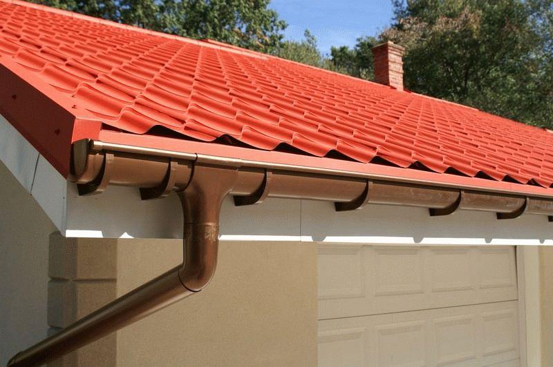 Все для крыши: преимущества и недостатки металлической кровли и водосточной системы