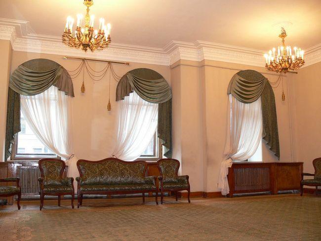 Как выбрать шторы на арочные окна?