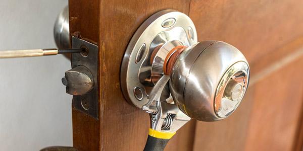 Профессиональная замена дверных замков в СПб