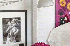 Идеи декорирования: прикроватный столик
