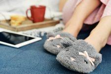 «Выбросьте это немедленно!» — привычные домашние предметы, которые могут угрожать нашему здоровью