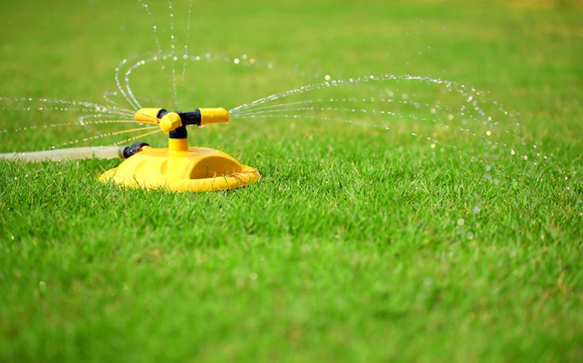 Разбрызгиватель воды для полива