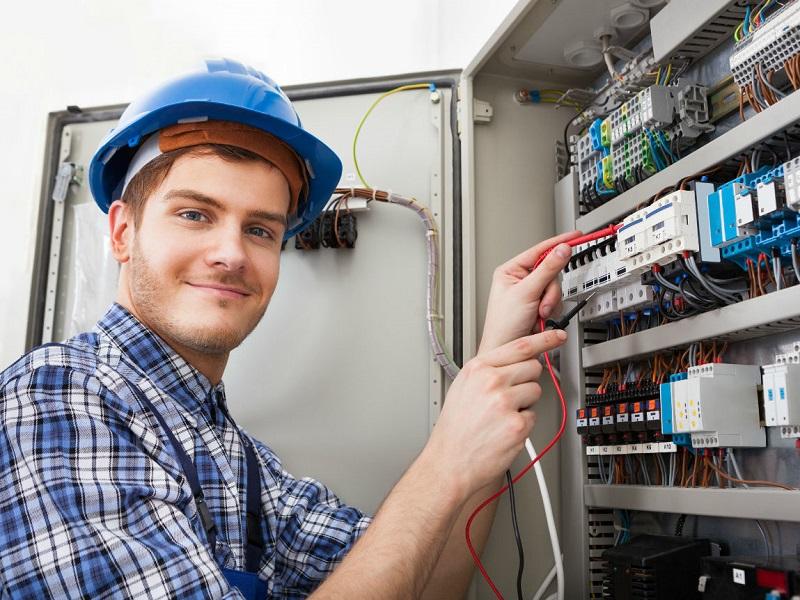 Когда вызов электрика в Краснодаре не превращается в проблему?
