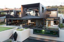 Фантастически красивый современный дом с чёрной кухней и бетонной отделкой