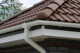 Особенности обустройства крыши: выбираем материалы и водосток