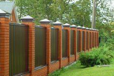 Забор для участка: интересные варианты и общие советы