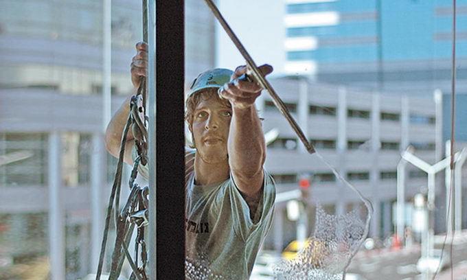 Как помыть окна в высотке?
