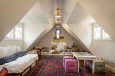 Как обустроить мансарду: варианты оформления комнаты под крышей