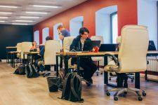 Надежность и удобство: выбираем мебель для коворкинга