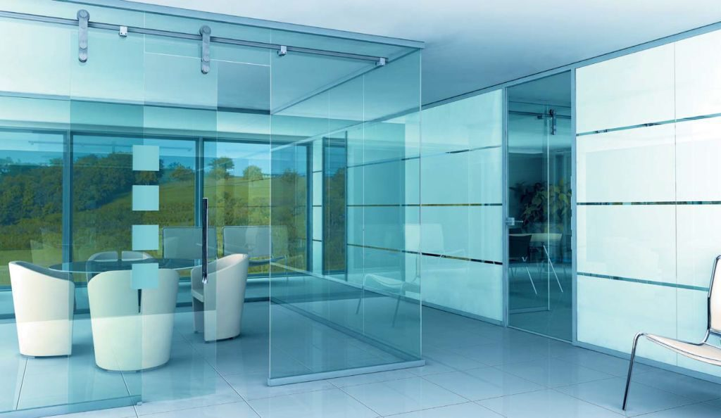Современный офис немыслим без стеклянных перегородок