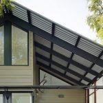 Офис на балконе: полезные товары для обустройства миниатюрного кабинета