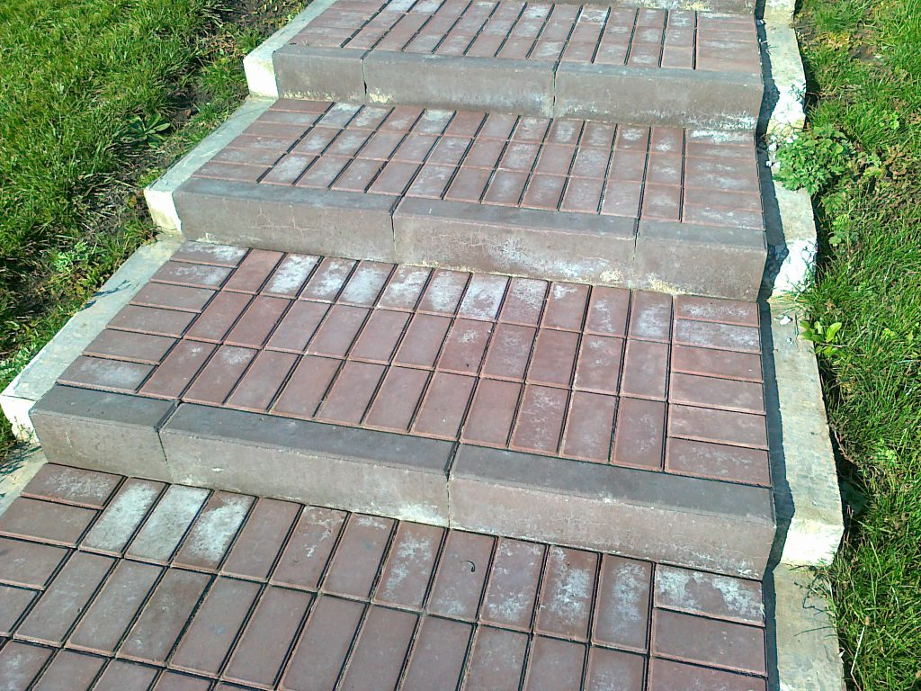 Инструкция по укладке бетонных бордюров на территории частного дома