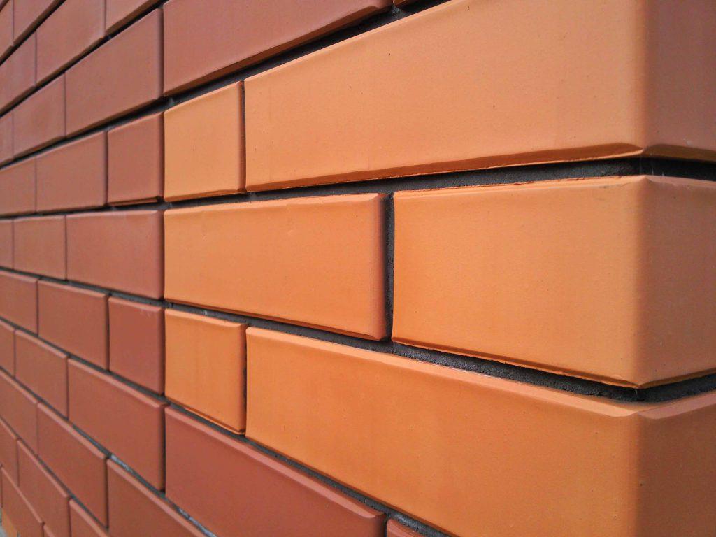 Монтирование декоративных фасадных панелей