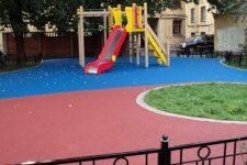 Травмобезопасные покрытия детских площадок: что выбрать для участка?