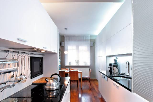 Слишком узкая кухня? Превратите это в ее достоинство!