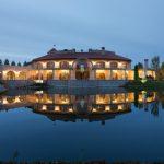 Фантастический дом-замок в современном стиле