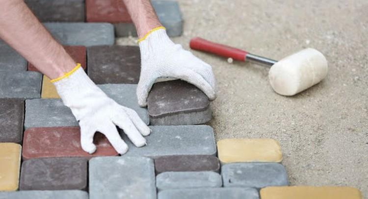 Укладка тротуарной плитки на старый бетон