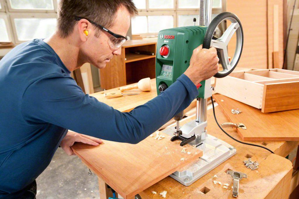 Как выбрать сверлильный станок для небольшой мастерской?