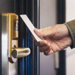 Как выбрать дверной замок для гостиничного номера?