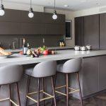 Стеклянный фартук на кухне: за и против