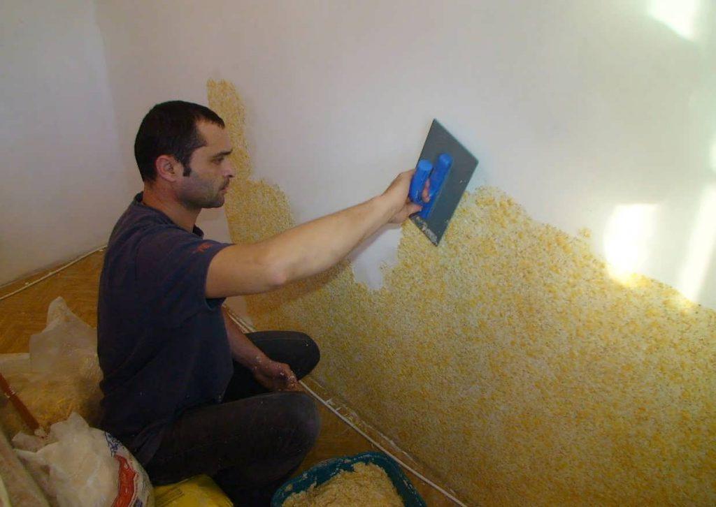 Как грамотно обращаться с жидкими обоями в ремонте стен