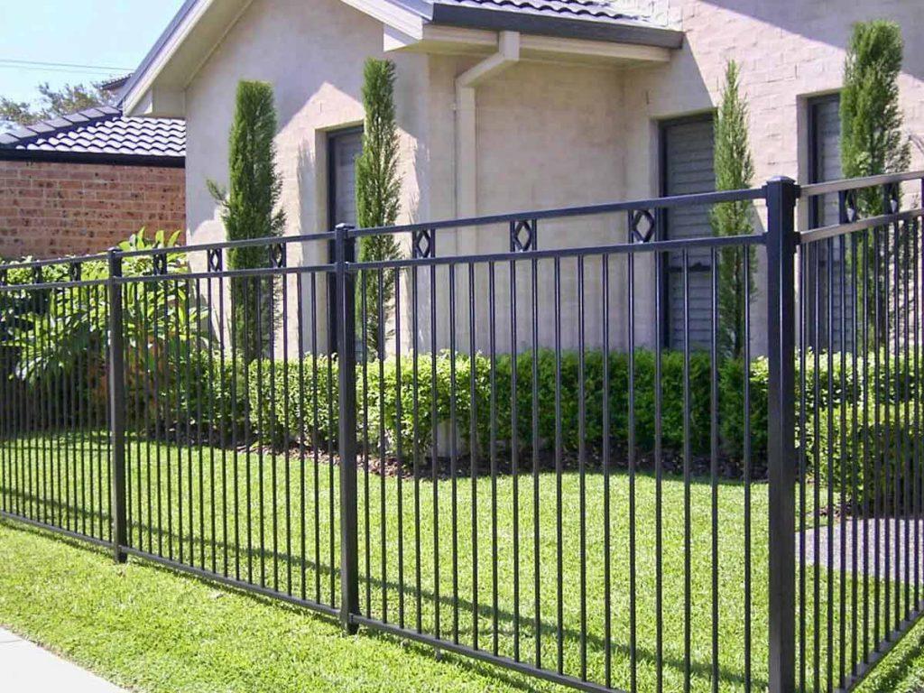 Забор для территорий домов
