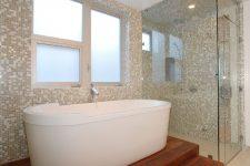 Облицовка стен в ванной комнате плиткой-мозаикой