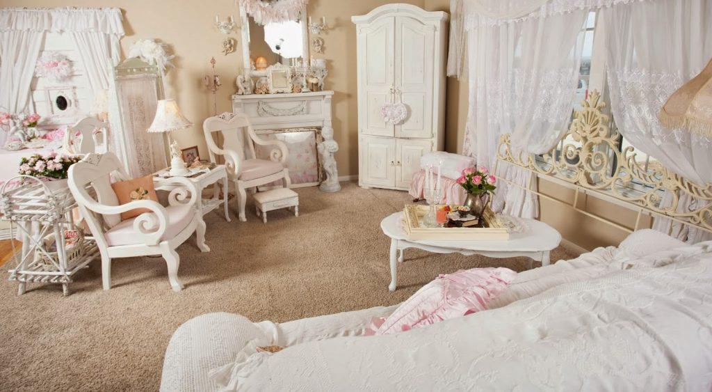 Двухъярусная кровать и дизайн интерьера малогабаритной детской