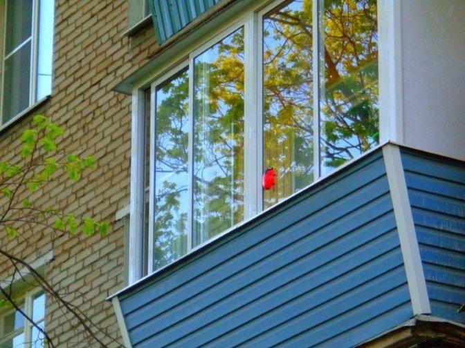 Особенности остекления балконов с выносом