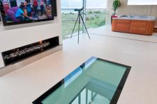 Стеклянные полы – обогащаем интерьер