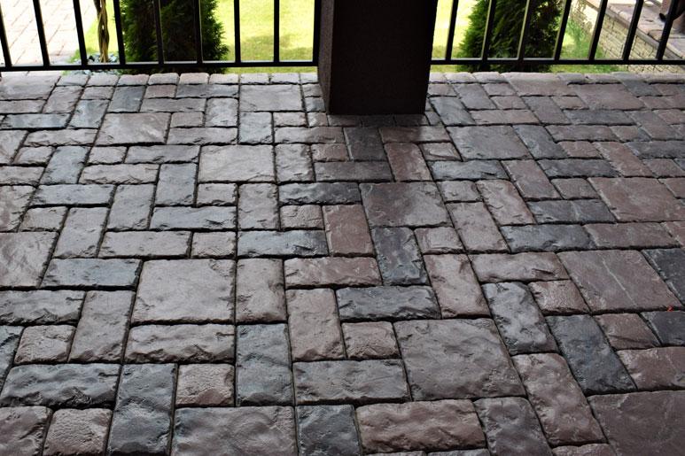 Тротуарная плитка или мостовая из камня — что выбрать?