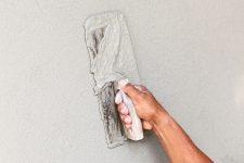 Шпаклевка стен под обои: как выполнить работу самому и получить хороший результат